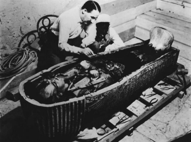 Тутанхамон. Пожалуй, фараон - самая известная мумия. Хотя, по мнению историков, при жизни Тутанхамон ничем не выделялся среди других правителей, именно с его гробницей связана история о страшном проклятье.
