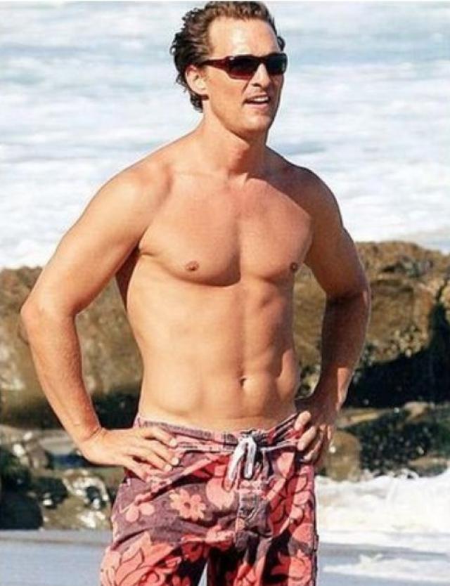 """Мэттью Макконахи. Актеру пришлось радикально изменить свое тело, чтобы сыграть умирающего от СПИДа главного героя картины """"Далласский клуб покупателей""""."""