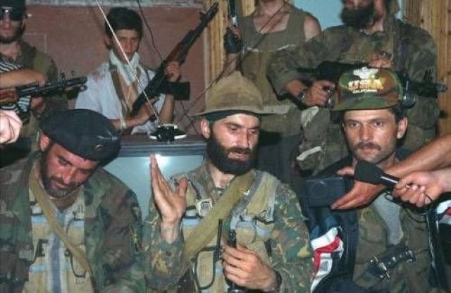 Желая принудить руководство страны выполнить его требования, под предлогом несвоевременного предоставления журналистов, 15 июня 1995 года, около 20 часов, в одной из комнат подвального помещения, боевиками был убит из огнестрельного оружия один из заложников.