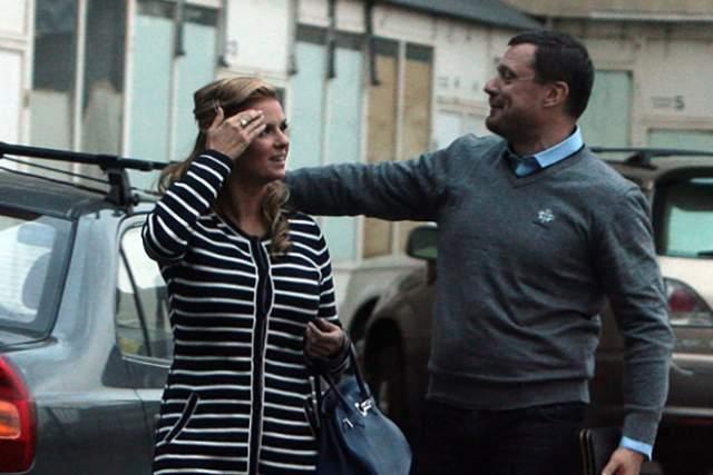 """Только сама певица говорит, что она замужем. В конце концов журналисты узнали о некоем Дмитрии, бизнесмене, который привозил звезде на """"Ледниковый период"""" обеды. По слухам, они вместе пять лет."""