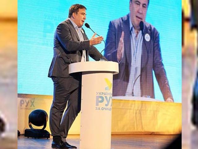 Губернатор Одесской области Михаил Саакашвили заправил брюки в носки.