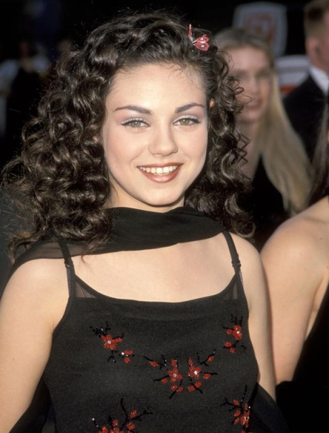 Мила Кунис. Несколько лет назад актрису трудно было назвать звездой, хотя она и снималась в сериалах с юных лет.