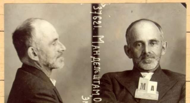 """2 августа Особое совещание при НКВД вынесло приговор Мандельштаму: пять лет заключения в исправительно-трудовом лагере. Поэта отправили этапом на Дальний Восток. 27 декабря 1938 года Осип скончался в пересыльном лагере, а его тело до весны вместе с другими усопшими лежало непогребенным, после чего весь """"зимний штабель"""" был захоронен в братской могиле."""