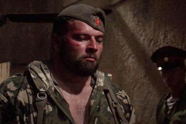 Русские военные во главе с полковником Зайцевым представлены как настоящие звери с подобающей внешностью.