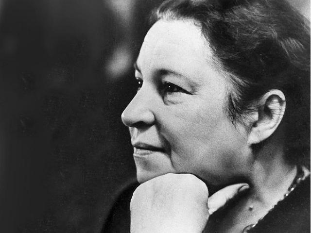 И сейчас на ее стихах воспитываются многие дети, ее легкие, ритмические произведения переведены на многие языки мира. Агния Барто умерла 1 апреля 1981 года. Похоронена в Москве на Новодевичьем кладбище (участок № 3).