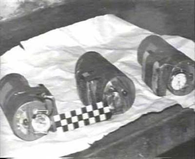 Спустя несколько минут бесхозная вещь обратила на себя внимание одного из пассажиров, который заглянул внутрь сумки и, обнаружив мотки проводов и часовой механизм, сообщил о находке в дежурную службу милиции.