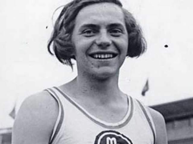 Накачанные анаболиками атлеты тогда показывали поразительные результаты. Собственно, Ратьен не сильно отставала: она показала результат 1,58 м в прыжках в высоту.