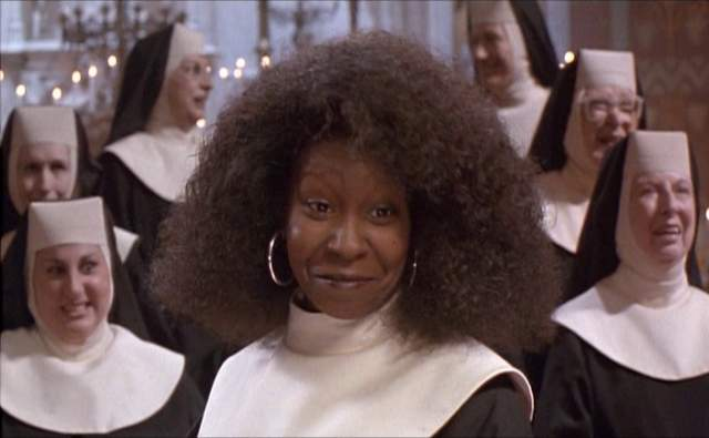 Однако, когда работа над фильмом только началась, на уме у продюсеров была только одна кандидатка на главную роль - Бетт Мидлер. Учитывая ее популярность на тот момент, это был очевидный выбор, но актриса покинула проект, решив, что фанаты не одобрят ее образ монахини.