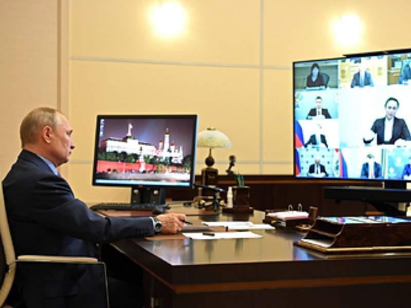 На встрече с деятелями культуры Путину пожаловались на педофила Карлсона