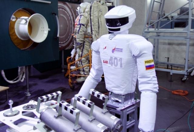 16. Андроид SAR-401. Российская разработка. Этот робот является опытным прототипом для создания летного экземпляра, который впоследствии планируется отправить на МКС.
