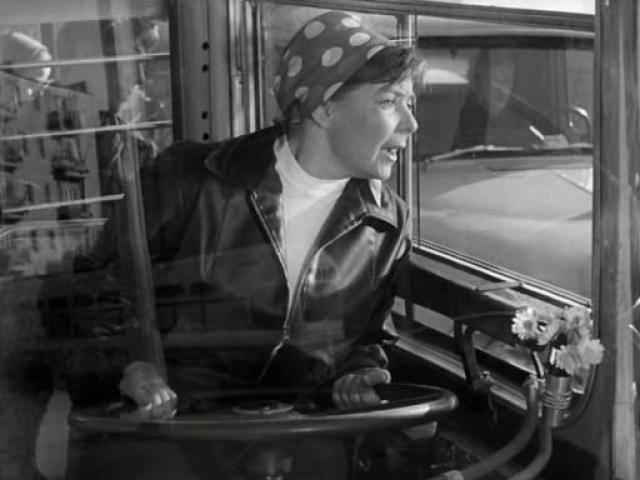 """Она стала настоящей звездой, появившись в комедии Эльдара Рязанова """"Берегись автомобиля"""", где сыграла Любу (невесту Деточкина). Фильм имел оглушительный успех."""