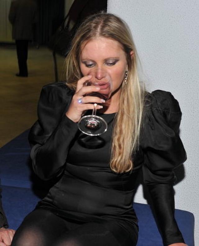 Проблемы со спиртным наблюдались и у телеведущей Даны Борисовой.