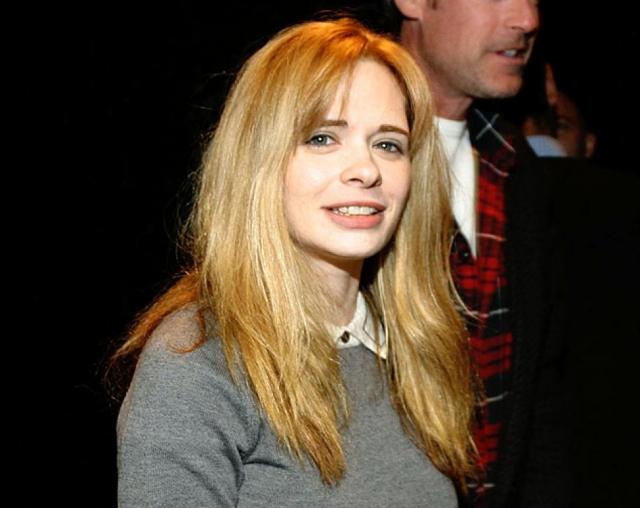 Эдриэнн Шелли. 40-летняя американская актриса и режиссер была найдена мертвой в своем офисе, расположенном на Манхэттэне, 1 ноября 2006 года, около 17:45. Ее муж, Энди Острой, обнаружил ее повешенной на простыне в ванной комнате.
