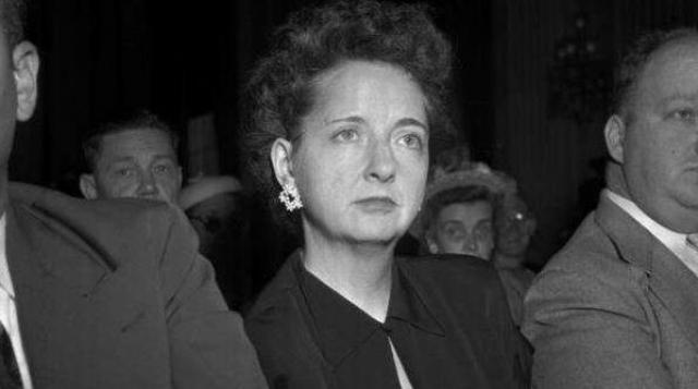 Элизабет Бентли. Женщина начала свою шпионскую карьеру на стороне фашистской организации, но вскоре перешла в коммунистический лагерь.