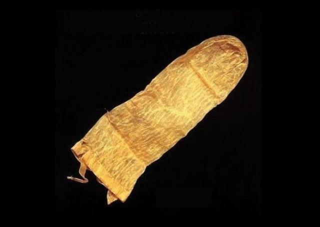 Самый старый презерватив, дошедший до наших дней, найден в Лунде, Швеция и датируется 1640 годом. Первый резиновый презерватив был сделан в 1855 году и выглядел все еще забавно.