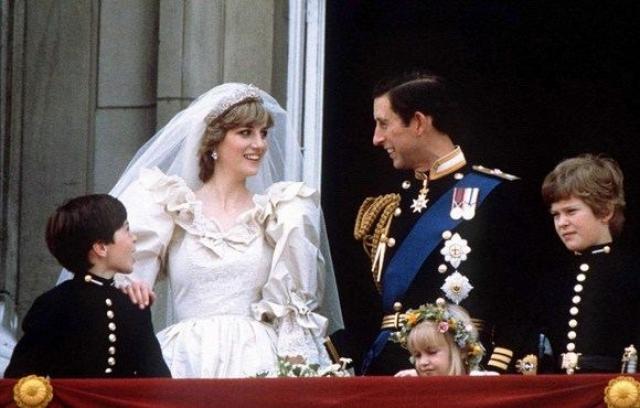 Свадьба родителей Уильяма Дианы Спенсер и принца Уэльского Чарльза считается одной из самых великолепных монарших церемоний нашего времени.