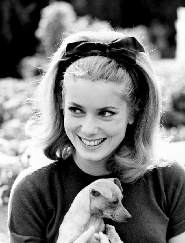 Актриса была замужем за фотографом Дэвидом Бейли, а также в длительных отношениях с режиссером Роже Вадимом и актером Марчелло Мастроянни.