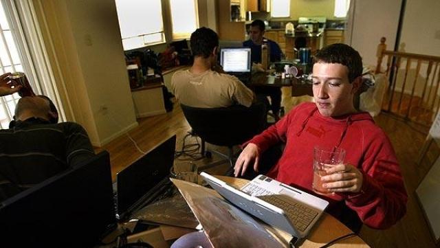 В следующем семестре, в январе 2004 года, Цукерберг начал писать код для нового веб-сайта. Он был вдохновлен, по его словам, редакционной статьей в Harvard Crimson об инциденте Facemash.