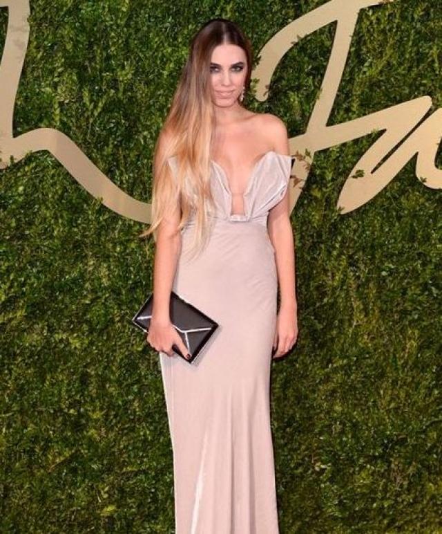Амбер Ле Бон. Известная модель щеголяла на British Fashion Awards в длинном платье с очень сексуальным декольте.