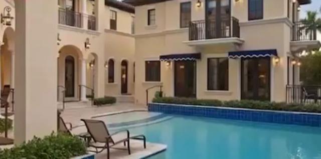 """Филипп Киркоров купил себе жилье в фешенебельном небоскребе """"Маджестик-тауэр"""" в районе Бэл-Харбор, но вскоре решил сменить ее на собственный дом."""