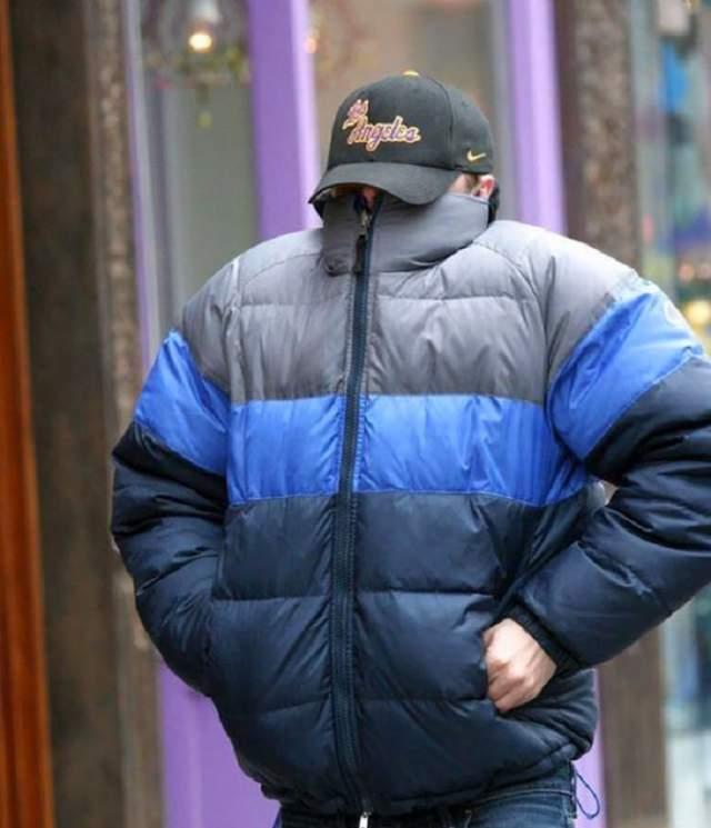 Поэтому актер любит куртки с широким воротником.