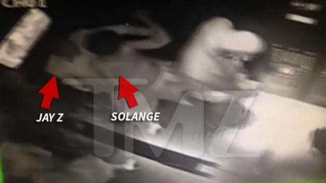 На видеозаписи с камер нью-йоркского отеля Standart, на которой запечатлено нападение певицы Соланж Ноулз на мужа своей старшей сестры.
