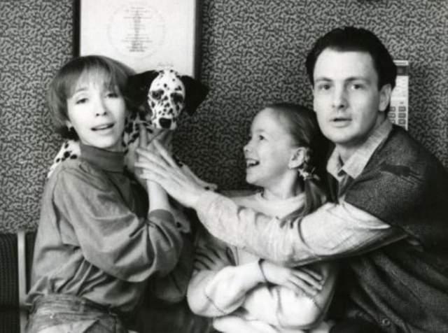 Дарья Мороз, 35 лет. Дочь известного режиссера Юрия Мороза и звезды советского кино, актрисы Марины Левтовой, довольно рано потеряла маму - в 16 лет. Марина трагически погибла, разбившись на снегоходе.