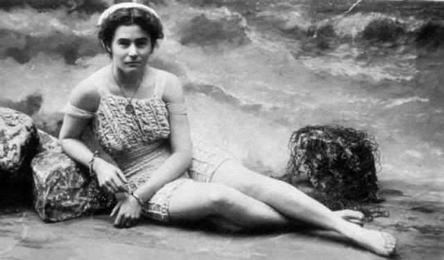 Первая жительница Австралии (имя неизвестно), осмелившаяся надеть открытый купальник, 1900 год