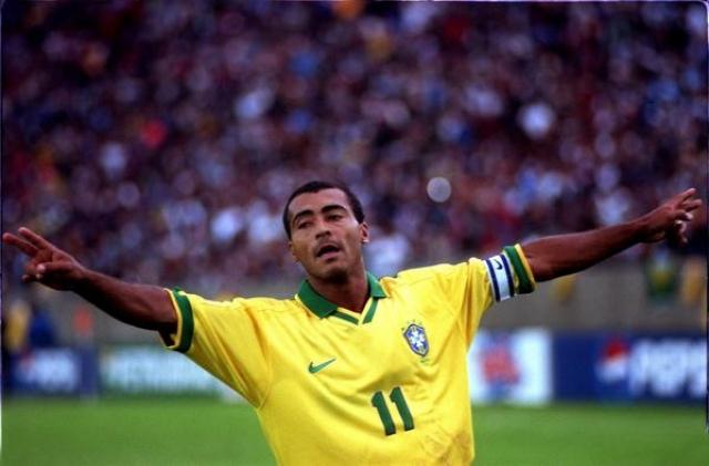 В том же году звезда бразильского футбола Ромарио получил травму незадолго до чемпионата мира, но успел восстановиться и был готов поехать во Францию.