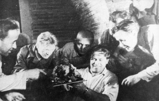 Археологи об этом тут же доложили членам правительственной комиссии, но их лишь подняли на смех. Раскопки продолжались, а на следующий день началась Великая Отечественная война...