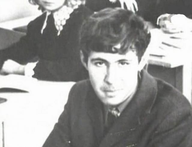 """По воспоминаниям одноклассника Головкина: """"Сергей в старших классах был высок, крепок, при этом сутулый и прыщавый. Его совершенно не интересовали девушки и вообще что-либо""""."""