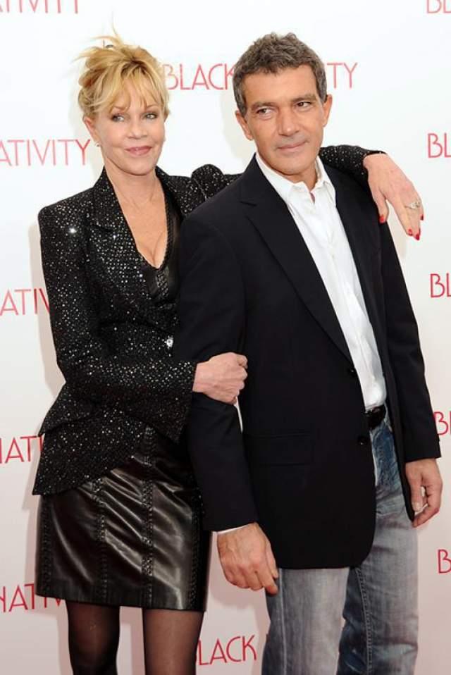 Потом Гриффит вышла замуж за актера Стивена Бауэра в 1982 году, но продолжала свои бурные отношения с Доном Джонсоном, и они снова поженились в 1989 году. В конечном итоге Гриффит оставила Джонсона и вышла замуж за актера Антонио Бандераса в 1996 году. В минувшем году они развелись.