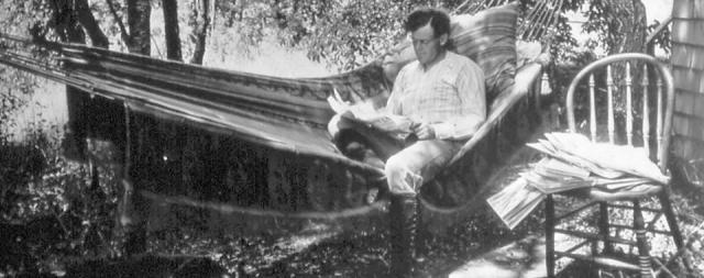 В 1905 году Лондон переселяется на ранчо и постепенно отходит от писательства, так как это ремесло ему опротивело. К тому же, Лондон начинает испытывать проблемы с придумыванием тем для новых произведений.
