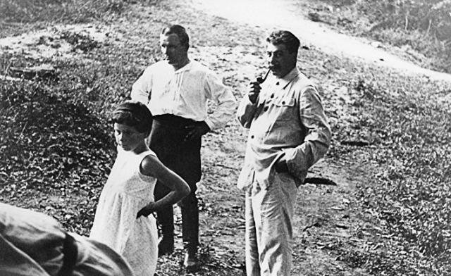 После ее ухода из жизни генсек отдыхал на Кавказском побережье Черного моря: в Сочи, Гагре, Мюссере.