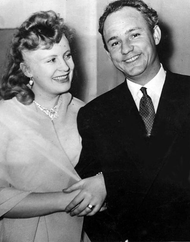 2 января 1957 года Алла вышла замуж за актера Николая Рыбникова, с которым прожила 33 года. Родила двух дочерей, причем одну из них от актера Ивана Переверзева.