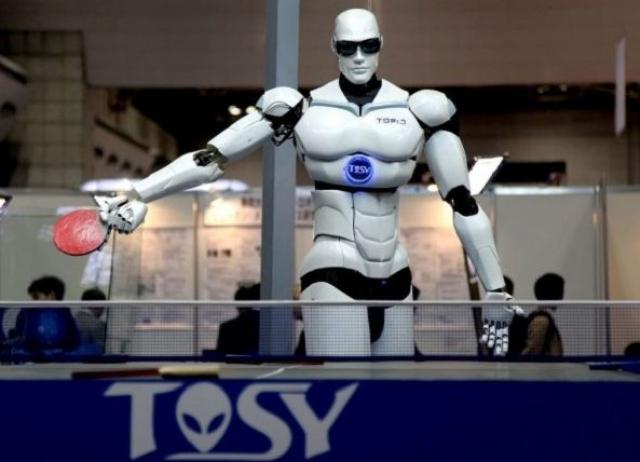 6. TOSY. Робот, хоть и напоминает Терминатора, создан специально для игры в теннис и никак не для уничтожения человеческой цивилизации. Такой теннисист может делать более 10 ударов без остановки и улучшать свои показатели в ходе игры, так, как обладает искусственным интеллектом и умеет учиться на собственных ошибках.