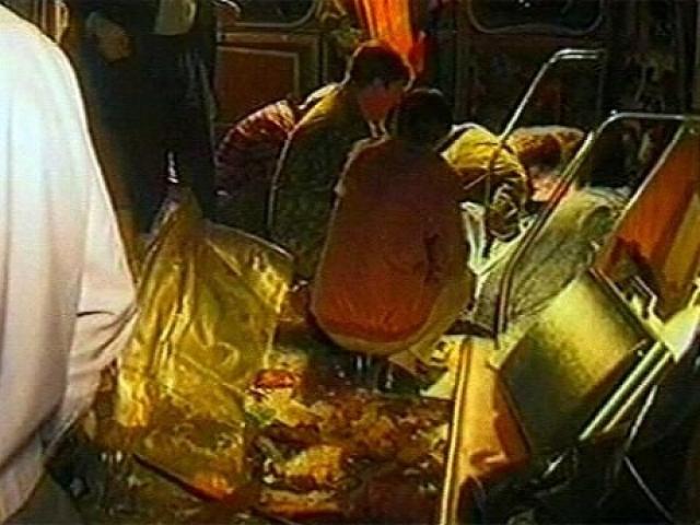 Взрывное устройство фугасного типа, эквивалентное по мощности одному килограмму тротила, было заложено под сиденье вагона, где находилось техническое оборудование состава.