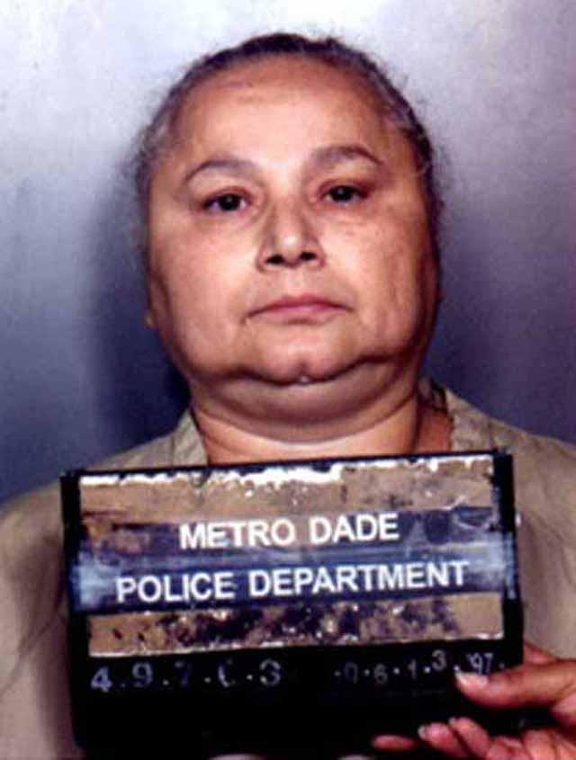 В итоге за торговлю наркотиками женщина отсидела 20 лет в тюрьме США и была депортирована в Колумбию, где ее убили два наемника на мотоциклах, сделав несколько выстрелов в упор.