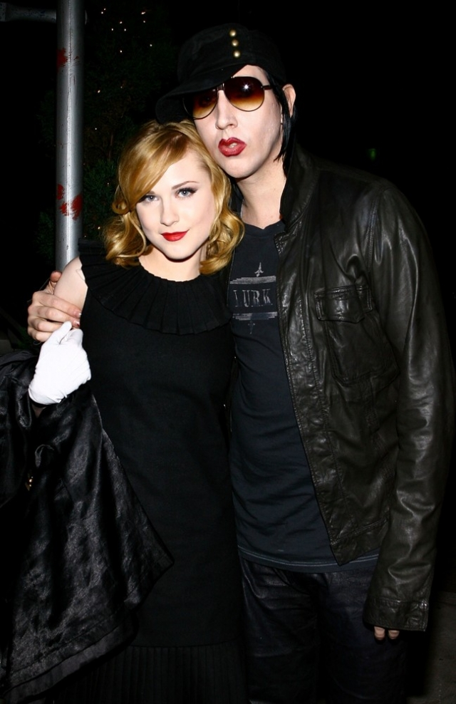 Влюбленные обручились в январе 2010 года, однако уже в октябре все было кончено.