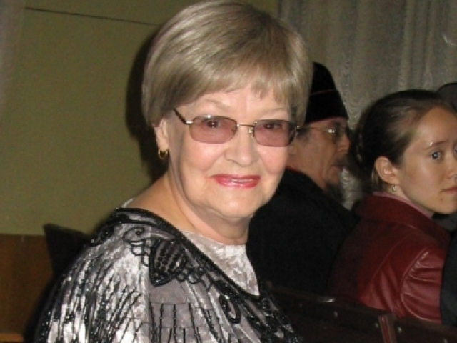 Известна в основном запоминающимися ролями второго плана в 11 картинах своего супруга. В 1954-1990 годах работала актриса Театра-студии киноактера.