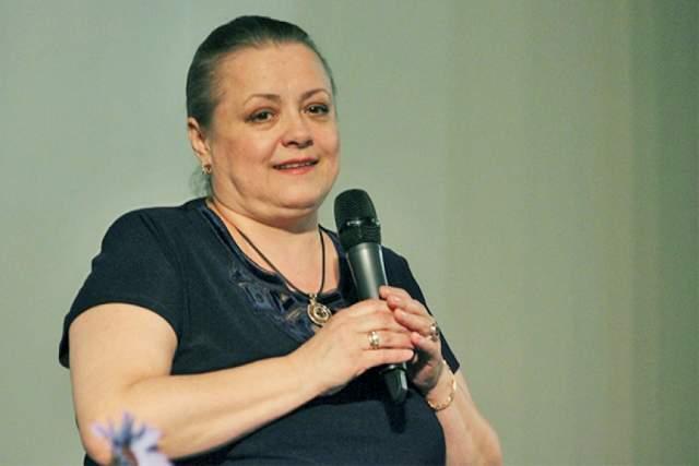 """Цыплакова решила попробовать себя в качестве режиссера. Проба оказалась успешна: ее первый фильм """"Камышовый рай"""" получил приз за лучшую режиссуру на кинофестивале в Сан-Себастьяне."""