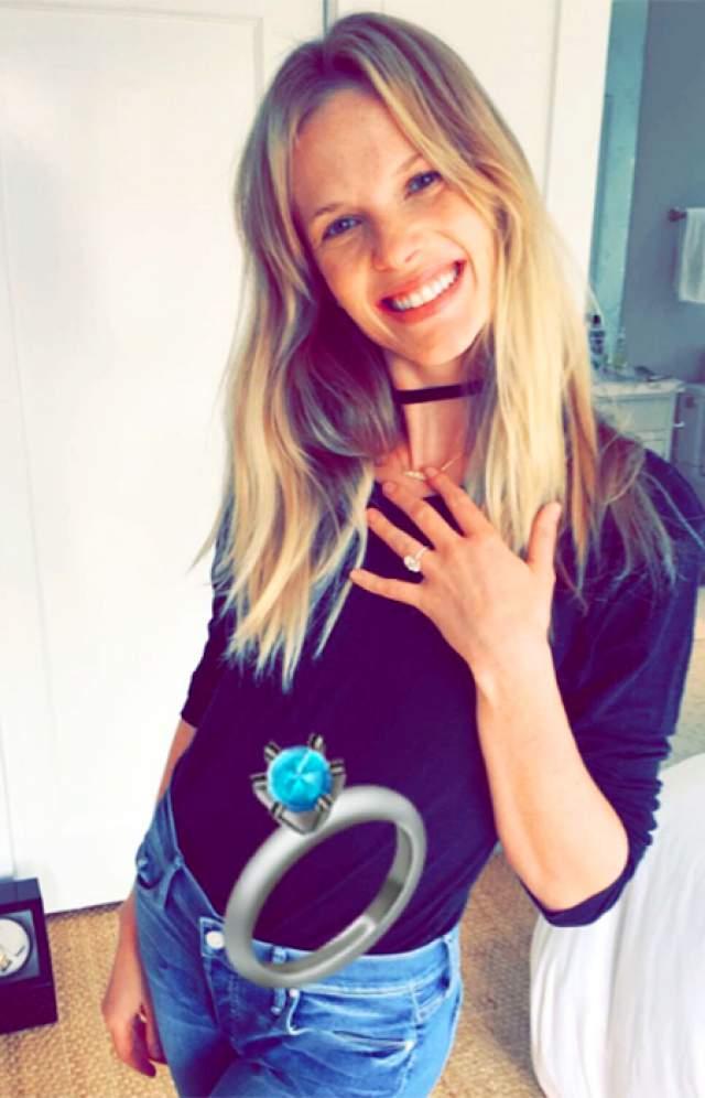 """Предприниматель сделал красавицу """"самой счастливой женщиной на свете"""", как она сама рассказывала в одном из интервью, хвастаясь кольцом с огромным бриллиантом в 2016 году."""
