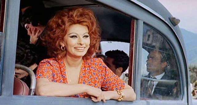"""Долгое время ее постоянным партнером во многих лентах был Марчелло Мастроянни. За фильм """"Брак по-итальянски"""", в котором они вместе играли, актриса позже получила очередного """"Оскара"""" и премию Международного кинофестиваля в Москве в 1965 году."""