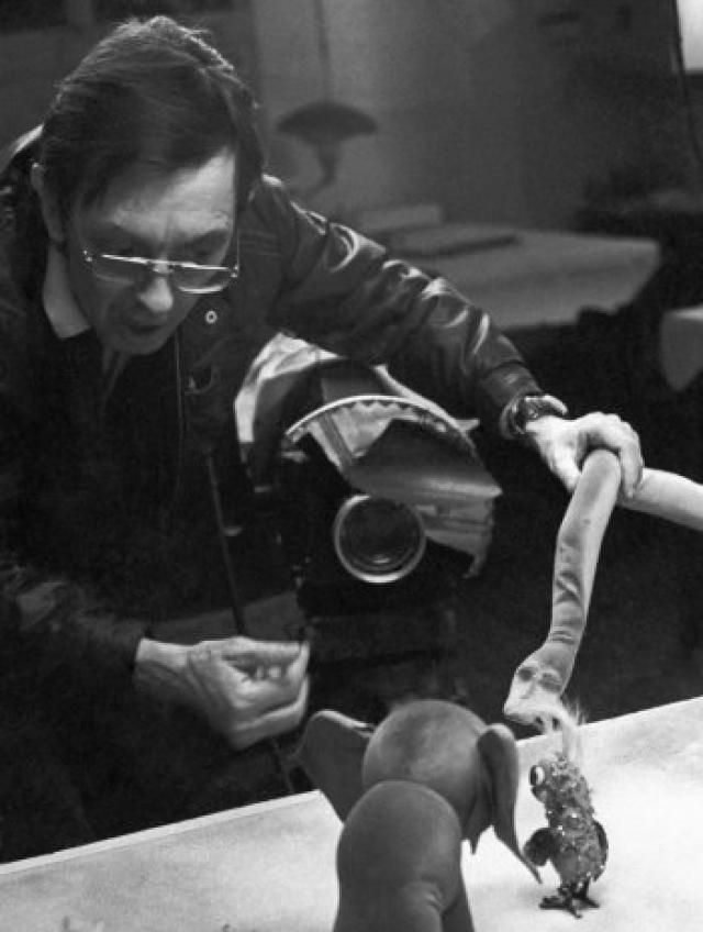 """Роль Суворова и исполнил актер, больше известный своими работами в качестве режиссера-мультипликатора.Именно он создавал такие популярные советские мультики, как """"Ежик плюс Черепаха"""", """"Лошарик"""", """"Часы с кукушкой"""", """"Чьи в лесу шишки?"""", """"Каша из топора""""."""