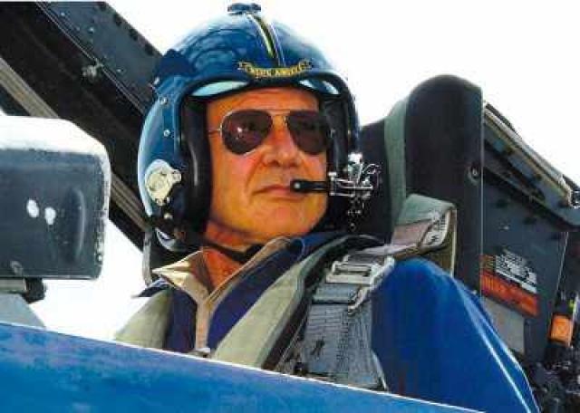 """Всемирно известный """"Индиана Джонс"""" Харрисон Форд  в свободное от съемок время любит пилотировать собственный вертолет."""