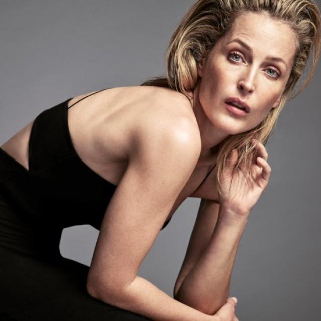 За прошедшее время актриса стала блондинкой, но все так же замечательно выглядит. Много снимается в британских телешоу и играет в театре, проживает в Англии, активно занимается благотворительностью.