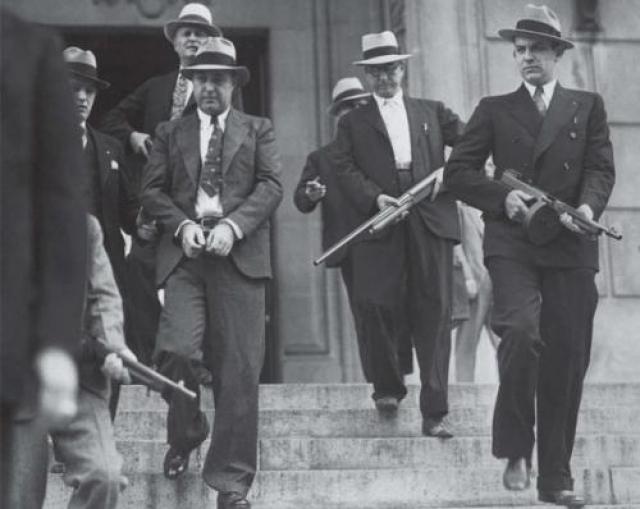 """В 1950-60-х годах прошлого века итальянское правительство под давлением демократических сил начало официальную борьбу с мафиозной преступностью. Был создан специальный орган – """"Антимафия"""", арестован ряд крупных вожаков этой организации."""