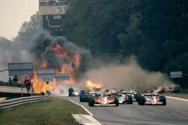 Петерсон скончался после травм, полученных в результате аварии, произошедшей на Гран-при Италии 1978 года. Авария случилась еще на старте, когда столкнулись 10 машин, машина Петерсона въехала в заграждение.
