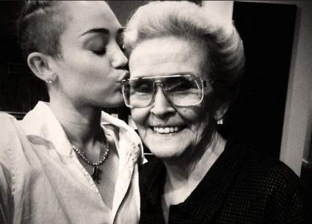 Майли Сайрус с бабушкой.