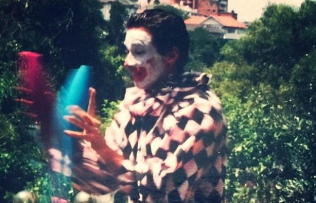 Хью Джекман выступил на вечеринках по случаю дня рождения, одетый клоуном, и зарабатывал $50 за шоу.